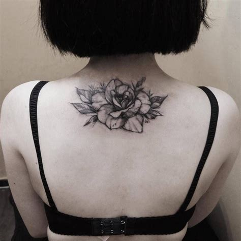 rose tattoo on upper back back of a artist zihwa ink