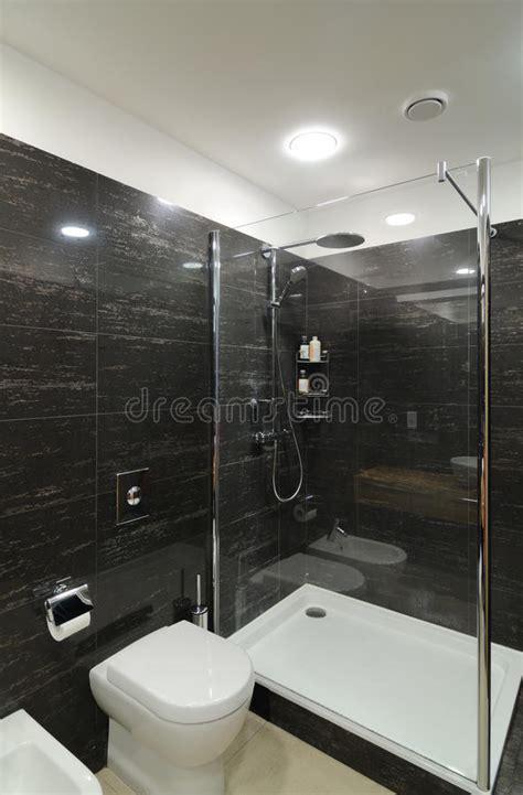 graues und schwarzes badezimmer modernes graues badezimmer stockbild bild hygiene
