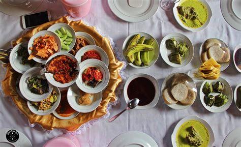 makan bajamba makan bersama ala minangkabau