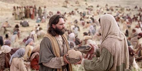 la multitud errante spanish b01lfv34k0 la biblia dice jes 250 s vio una gran multitud y tuvo compasi 243 n de ellos porque eran como