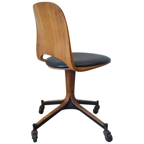 Swivel Desk Chair By George Mulhauser For Plycraft At 1stdibs Desk Swivel Chairs