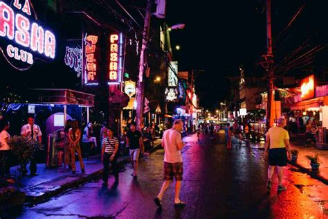 angeles city officer arrested for extorting canadian tourist in