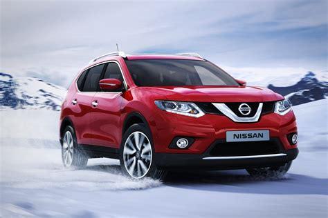 Lu Mobil Nissan