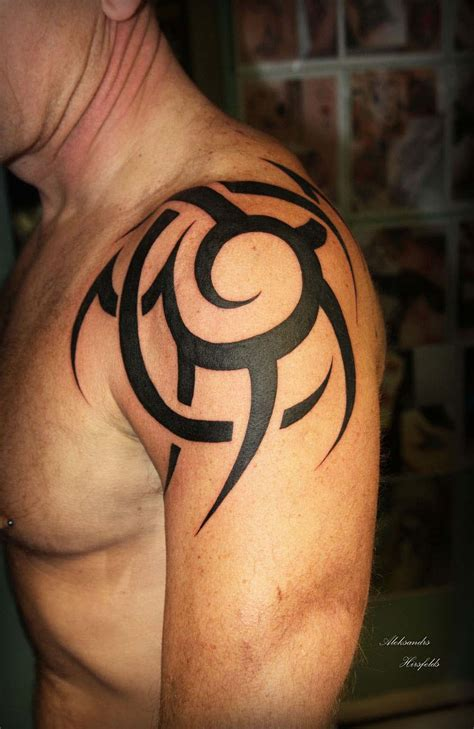 tattoo on shoulder male 50 tribal tattoos for men best tribal shoulder tattoos