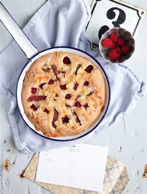 einfacher und schneller kuchen leckerer himbeer rhabarber kuchen zucker zimt und liebe