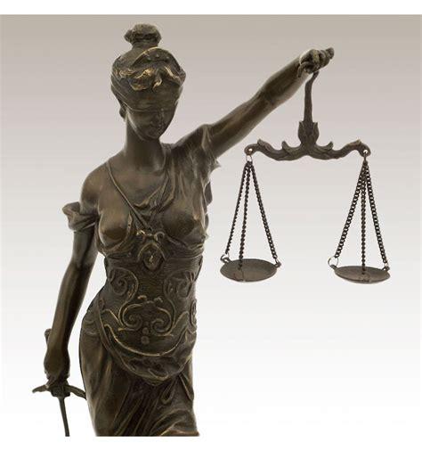 imagenes de la justicia griega figura de bronce justicia con balanza 045cm temis