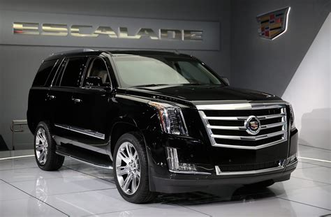 Lincoln Escalade Price by Gm Rolls Out Us 10 000 Discount On Escalade To Fend