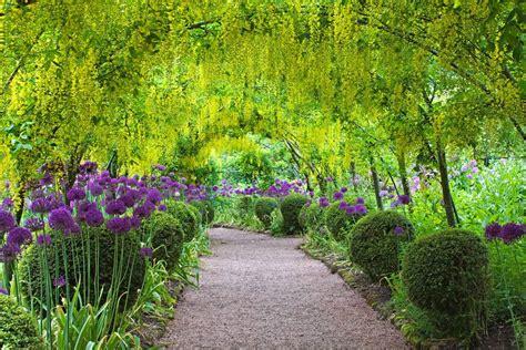 garden of the laburnum arch dorothy clive garden