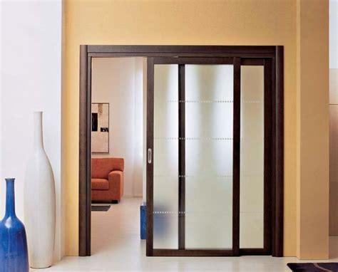 porte scorrevoli legno porta scorrevole in legno di rovere e vetro satinato spazio