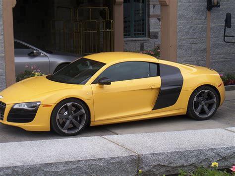 voiture de sport voiture de sport jaune images gratuites et libres de droits