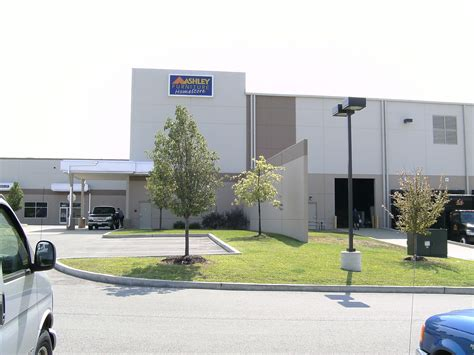 Furniture Stores St Louis Mo by Furniture Distribution Center 9791 Green Park
