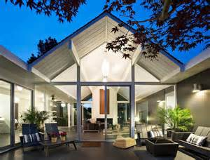 interior courtyard surrounded by 4 gables house by klopf