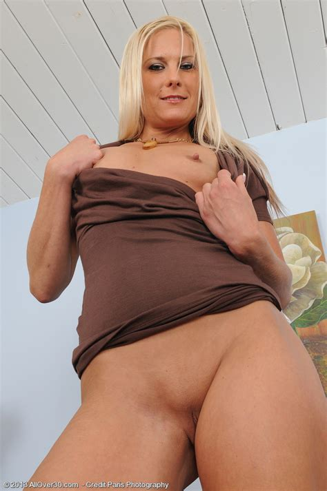 Blonde And Sexy Mary Kelly Pleasure Her Miffy MILF Fox