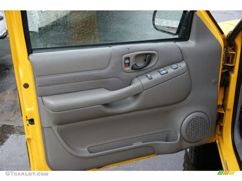 S10 Door Panel by 2003 Chevrolet S10 Zr2 Extended Cab 4x4 Medium Gray Door