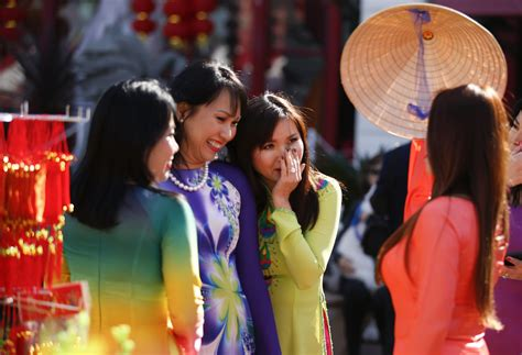 vietnamese prepare for lunar new year by paying off debts