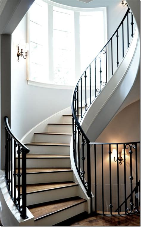 Winding Stair Winding Staircase Decorating Ideas