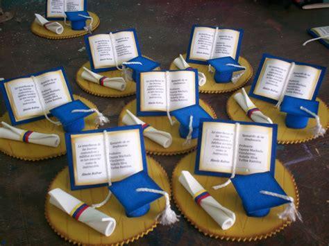 invitaciones de grado en fomix o goma eva en foami con moldes and post recuerdos para graduacion en