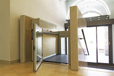 ascensori piccoli per interni miniascensori domestici per interni home design e