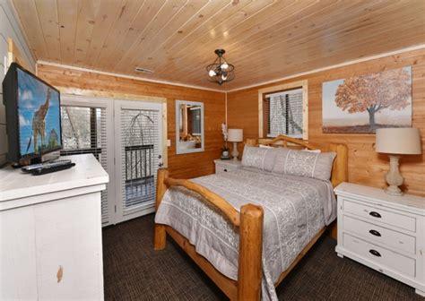 11 Bedroom Cabins In Gatlinburg by Gatlinburg Cabin Rentals Aaron S Lodge