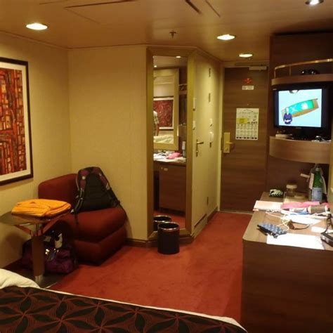msc divina cabine inside cabin 10252 on msc divina category i2