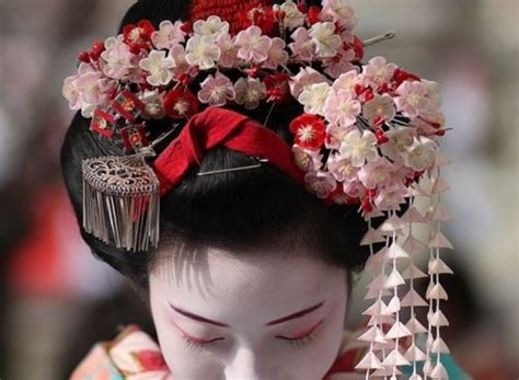 kanzashi the traditional hair ornament and self defense