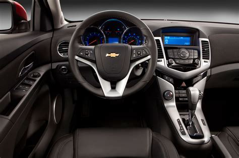 image gallery 2014 cruze interior 2014 chevrolet cruze reviews and rating motor trend