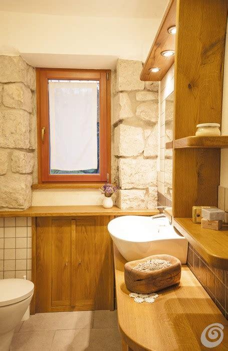 bagni in legno e pietra bagno rustico in pietra e legno con caminetto trova le