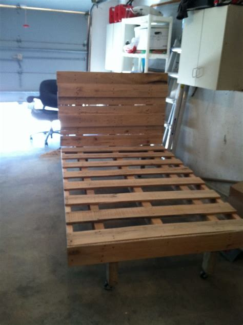 full size pallet bed twin size pallet bed pallets pinterest a well