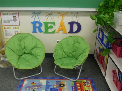 Reading Themes For High School | doing activity of decorating with classroom decoration