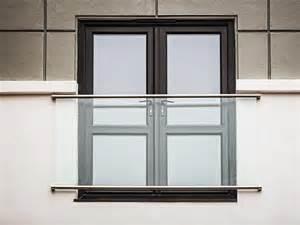 ringhiera per finestra parapetto in acciaio inox e vetro per finestre e balconi