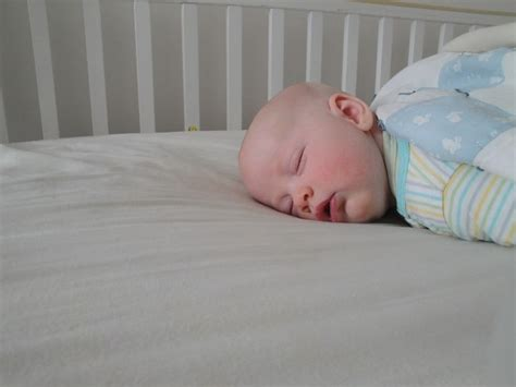 A Safe Mattress May Save Your Baby S Life Reduce The Safe Crib Mattress