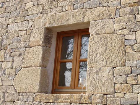 cornici finestre in pietra murature in pietra di langa muri in pietre di langa