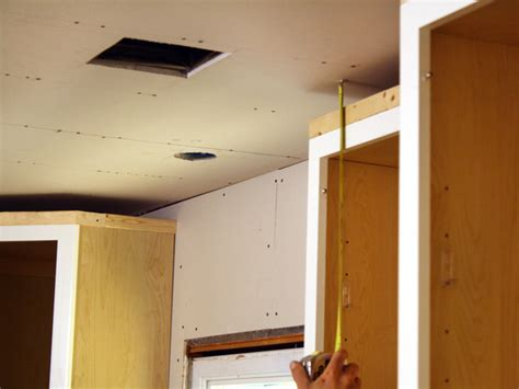 crown molding on top of kitchen cabinets how to install kitchen cabinet crown molding