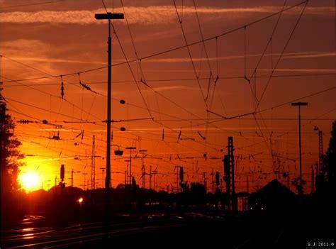 wann sonnenuntergang sonnenuntergang 252 ber dem aachener westbahnhof bildlich