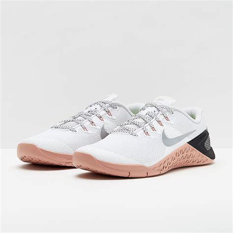 nike womens metcon  whitemetallic silver rust pink