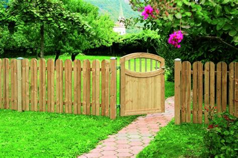 backyard garden fence backyard fencing ideas for your beautifull garden homesfeed