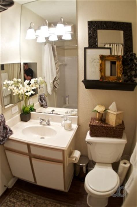 bathroom decor ideas for apartments my apartment bathroom is exactly this size small i love what they did here must do love