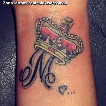 iniciales y corona pictures to pin on pinterest tattooskid