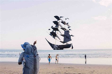 barco pirata aldi picture of the day perfectly timed pirate ship kite