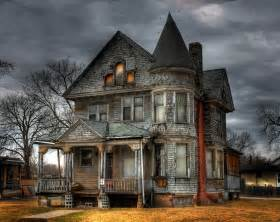 on vintage haunted houses