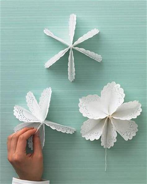 How To Make Paper Doily Flowers - las 25 mejores ideas sobre blondas en y m 225 s