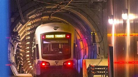 pay light rail suburbs should help pay for second seattle light rail