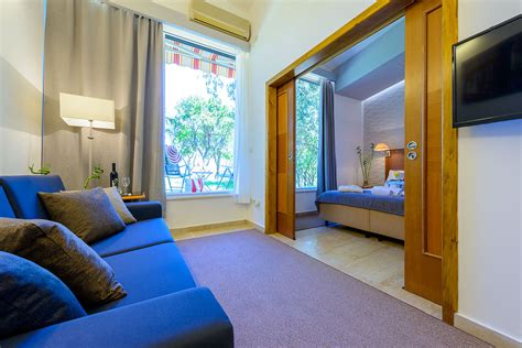 one bedroom apartment astoria one bedroom apartment with patio and sea view 171 adriatic