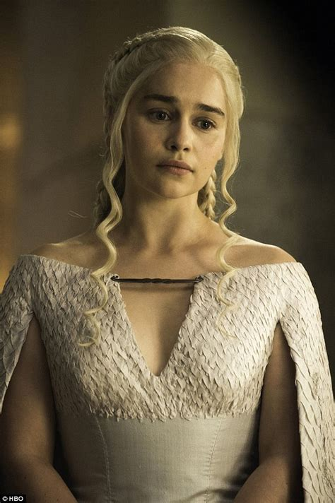 actress game of thrones dragon queen game of thrones emilia clarke goes topless for violet