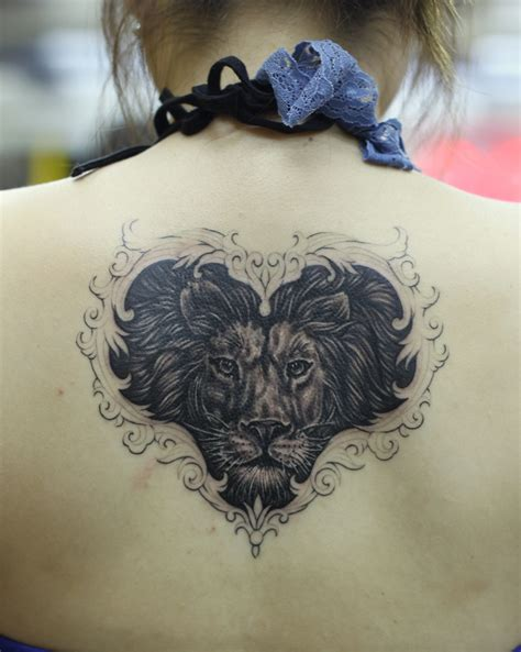 tattoo body ink black ink leo head tattoo on girl back body tattooshunt com
