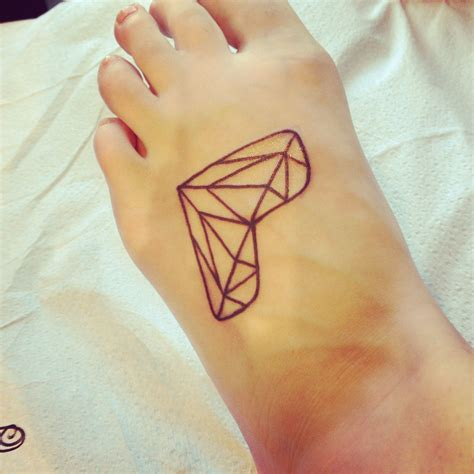 diamond heart tattoo discover and save creative ideas