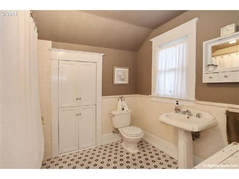 bungalow bathroom ideas 86 best images about bungalow bathrooms on pinterest