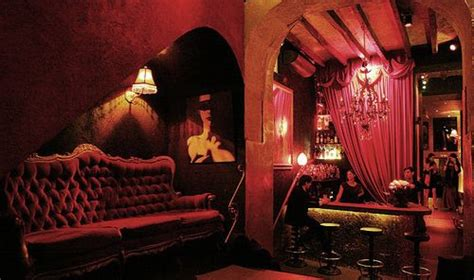 would love to decorate with burlesque style for the home
