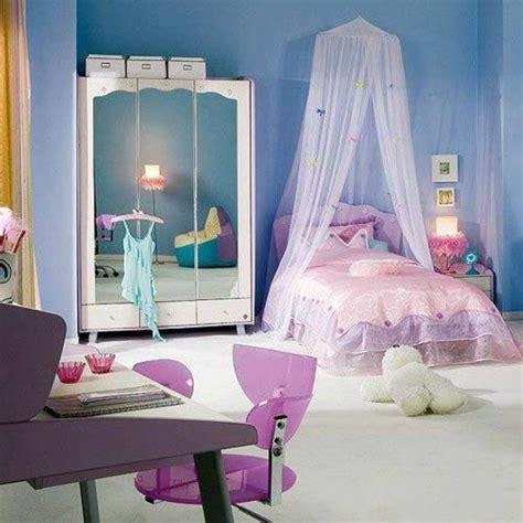 rosa stuhl jugendzimmer einrichten lila bett mit baldachin schrank