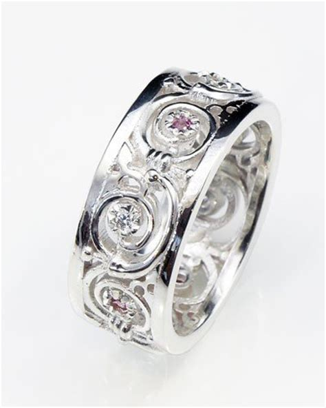 unique handmade celtic jewellery in silver gold and platinum